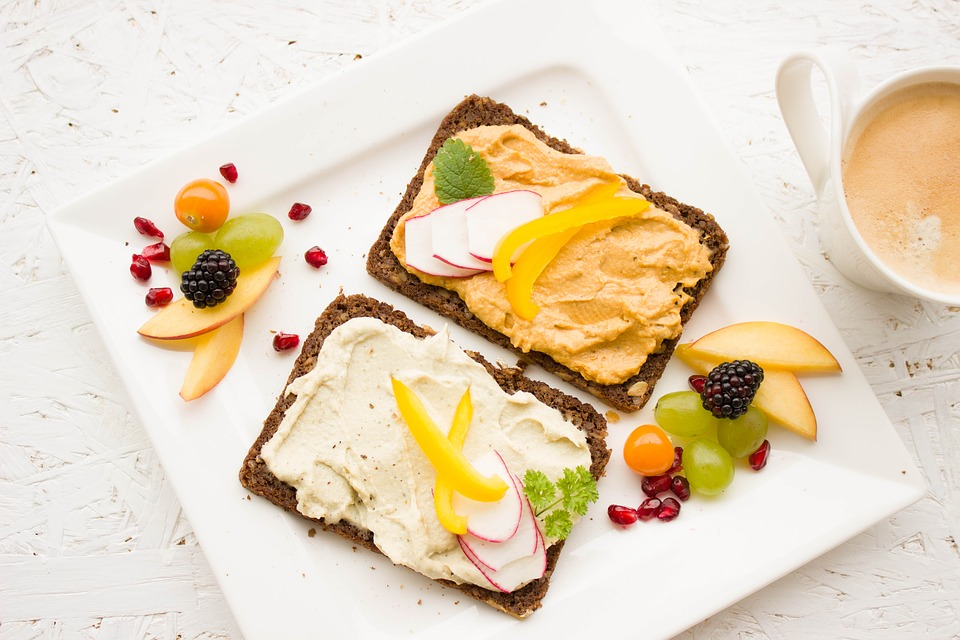 toast breakfast with toppings